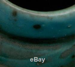 ART NOUVEAU Admirable vase en grès émaillé bleu à décors de papillon