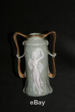 Ancien petit vase en wedgwood vert décor danseuse antique art nouveau