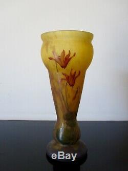 Ancien vase Lysies en verre émaillé. Art nouveau. Pate de verre. Daum Nancy Mado