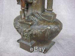 Ancien vase art nouveau Diane chasseresse femme romantique