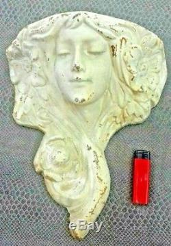 Ancien vase porte bouquet mural tête de femme art-nouveau en fonte de fer