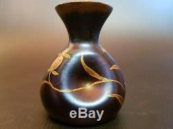 Art Nouveau sublime Petit vase soliflore au décor de Fleurs, Verre Irisé