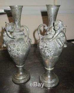 Auguste Moreau Paire de vases art nouveau Angelots PUTTI Etain pur