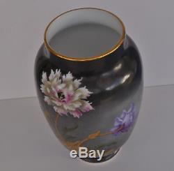 BACCARAT Vase en Opaline Peinte Décor Chrysanthèmes Art Nouveau XIXème