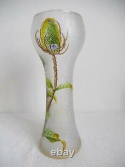 Baccarat, vase art nouveau aux chardons dégagé à l'acide fond givré