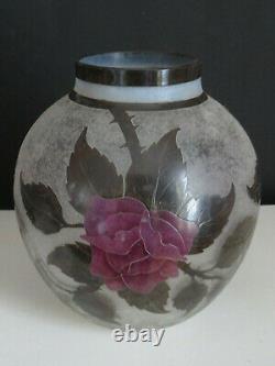 DAUM Vase roses et feuillage (ART NOUVEAU)