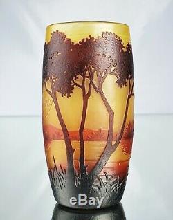 Daum Nancy Vase Tonneau au Paysage Lacustre Pâte de Verre Gravé Art Nouveau