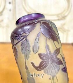 Émile Gallé Vase Aux Fuchsias En Verre Multicouche, Pate De Verre Art Nouveau