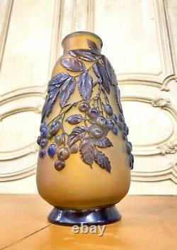 Émile Gallé Vase Soufflé Aux Cerises, Pate De Verre Art Nouveau