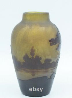 Emile Gallé Vase ovoïde Verre multicouches dégagé à lacideFrance, vers 1920