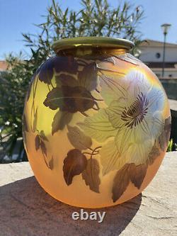 Emile Gallé vase boule Art Nouveau en verre multicouche dégagé à l'acide