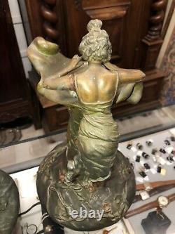 GRISARD Désiré. Art Nouveau Paire De Vases A Decor De Femmes En Régule HT43 Cms