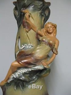 Grand vase en plâtre. Art nouveau. Jugendstil époque 1900. 50 cm