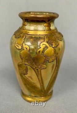 Joli Petit Vase Art Nouveau En Porcelaine Émaillée Et Decors De Muguet En Cuivre