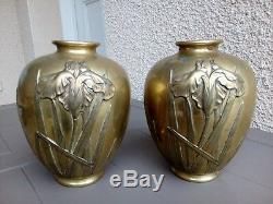 Jolie paire d ancien vase boule bronze decor art nouveau d iris signé