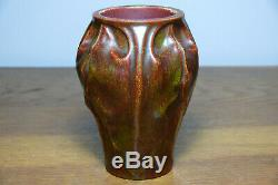 Magnifique vase Art Nouveau Décor de feuilles couverte émaillée rouge vert