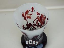 Magnifique vase moderne en verre dégagé à l'acide décor floral