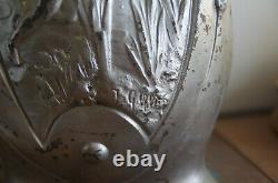 Paire de vases en métal Art Nouveau signés J. Garnier à motifs de Fées