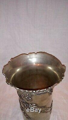Rare vase en Métal Argenté Vera LUCINO Art Nouveau Gallé Daum Nancy Hortas Mucha