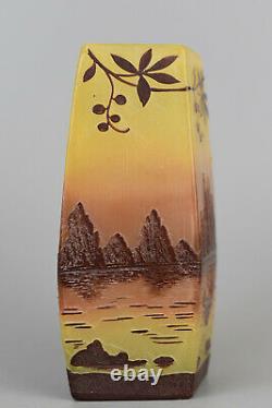 Thouvenin Vase losangé Verre multicouches en camée France, vers 1900