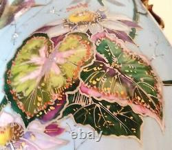 Très Grand Vase Bleu Ciel Art Nouveau en faïence émaillée peinture en relief