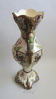 Vallauris. Jérôme Massier. Vase en faïence art nouveau, décor de papillons, XIXe