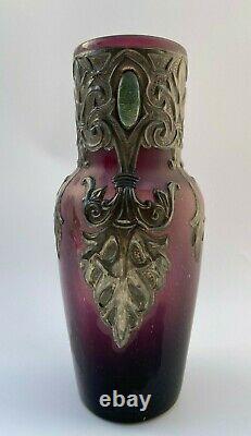 Vase Art Nouveau Avec Application En Etain Fond Violet 1900 Verrerie H2205