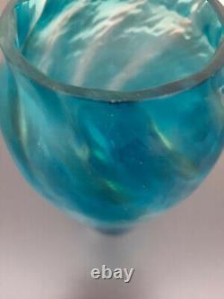 Vase Art Nouveau en cristal blanc bleu irisé cristallerie de Pantin vers 1900