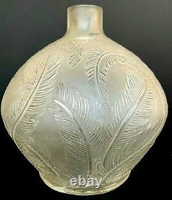 Vase René LALIQUE art nouveau modèle Plumes en verre opalescent de 1920