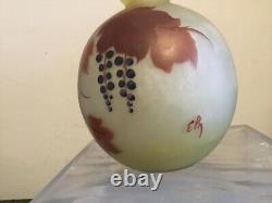 # Vase boule patte de verre Art nouveau signé Leg (Legras)
