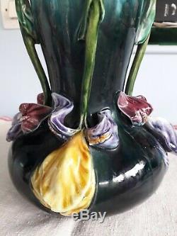 Vase en barbotine art nouveau hauteur 32 cm en bon état