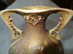 Vase en porcelaine Amphora Art Nouveau vers 1900