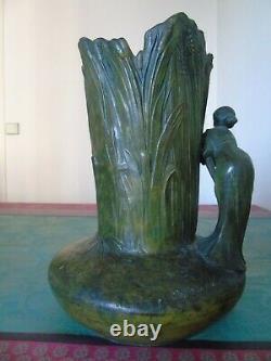 Vase en régule avec femme Signée Charles Perron Période Art Nouveau 1900