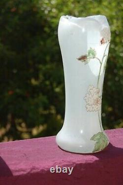 Vase verre soufflé émaillé et givré Art Nouveau d'époque, style Legras, fleurs